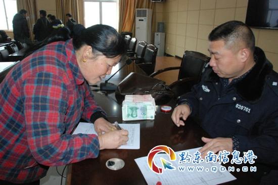 黄平县纪委监察局组织开展植树活动(图)