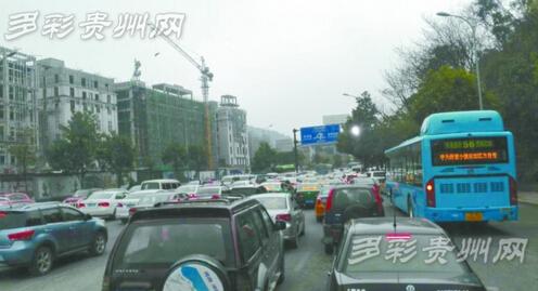 """贵州旅游发展呈现""""井喷""""态势 旅游产品供需两旺"""