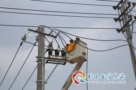 此次电路搭接,特请来都匀市供电局技术员,采取10千伏丹开线和