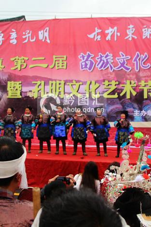从江:举办苗歌会 近两万人观看场面盛大