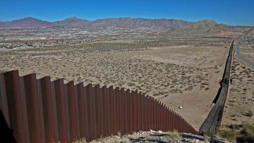 美国国土安全部长称美墨边界筑墙2年内或可竣工
