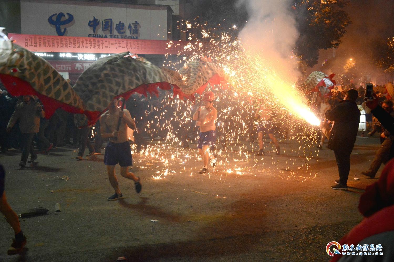 2017年2月11日,贵州省台江县舞龙嘘花火爆场面 (11)