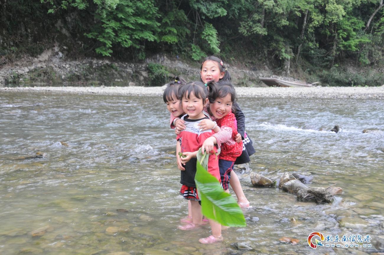 欢乐的小游客(刘开彬 摄)
